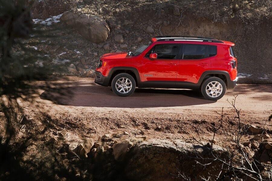 Jeep Renegade 2018 sẽ tập trung cải tiến nội thất - Hình 3