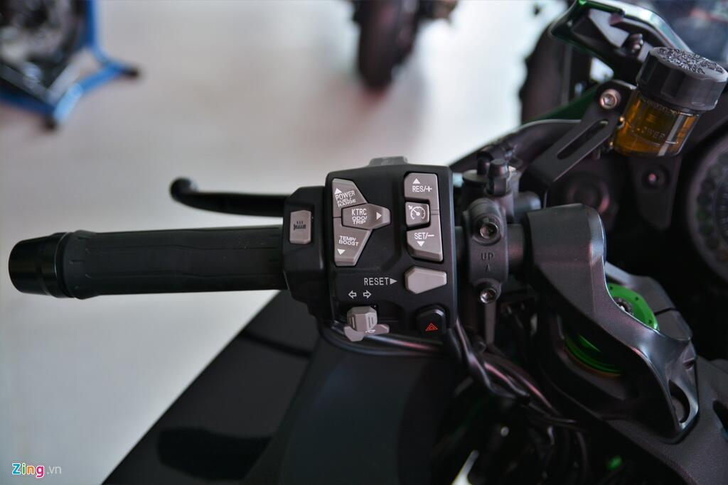 Kawasaki Ninja H2 SX SE gia gan 1 ty dong tai VN hinh anh 14 15_H2SX_zing.jpg