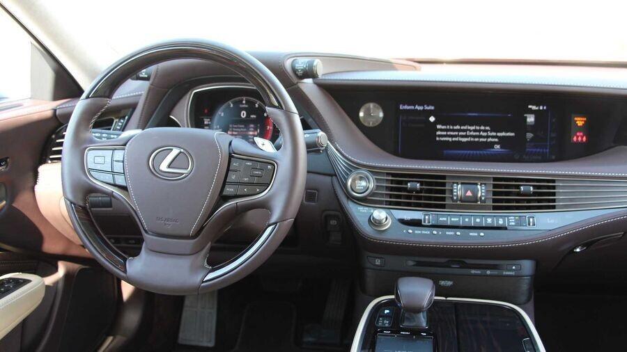 Khai quật điểm yếu của Lexus LS 500 F Sport 2019