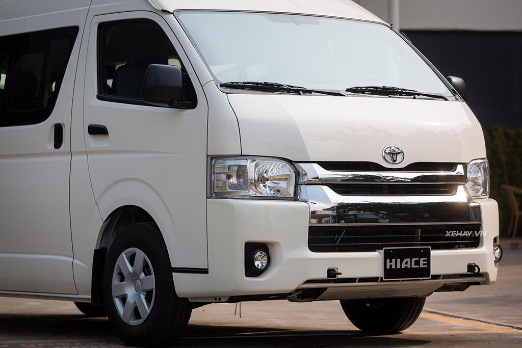 kham-pha-chi-tiet-toyota-hiace-2018-doi-trong-cua-ford-transit-2.jpg