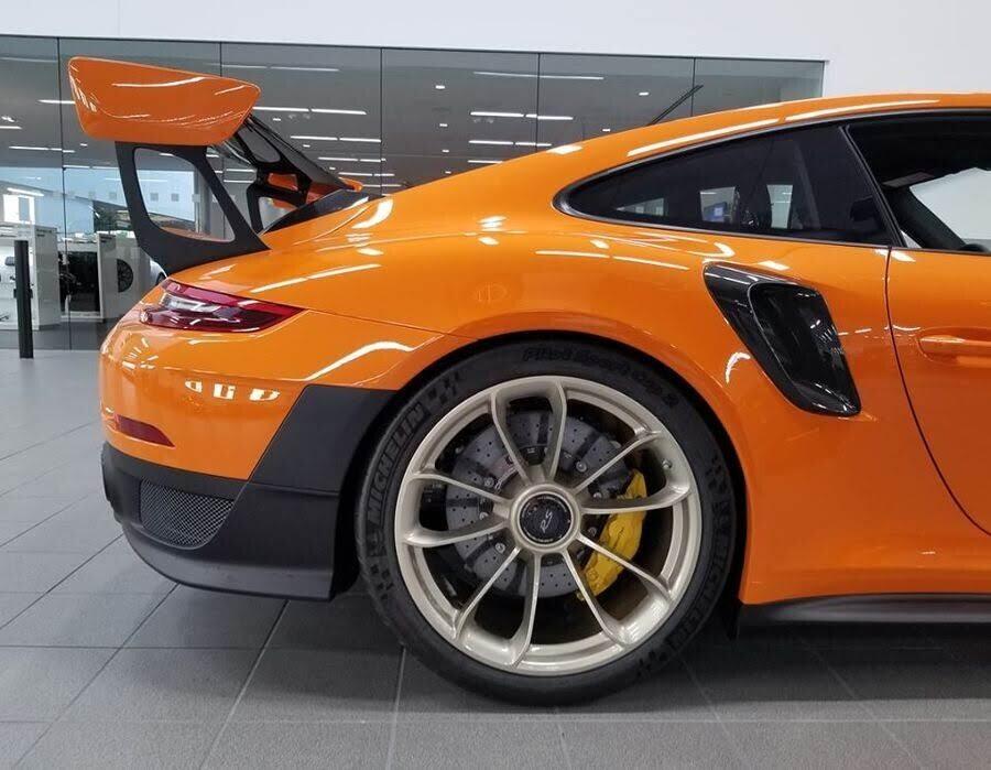 Khoác áo cam Pastel Orange, Porsche 911 GT2 RS 2018 xuất hiện như siêu sao ở Texas - Hình 2