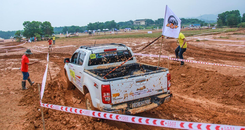 Khởi tranh giải đua ôtô địa hình hấp dẫn nhất Việt Nam - Hình 2