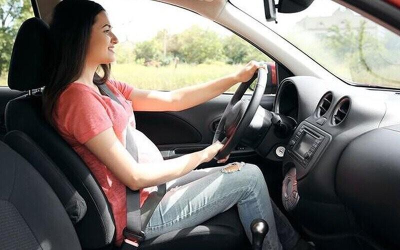 Bà bầu không lái xe đường dài