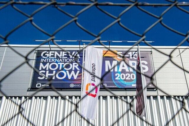 Khung cảnh tan hoang của Geneva Motor Show 2020: Tất cả đắp chiếu chờ tháo dỡ - Ảnh 21.