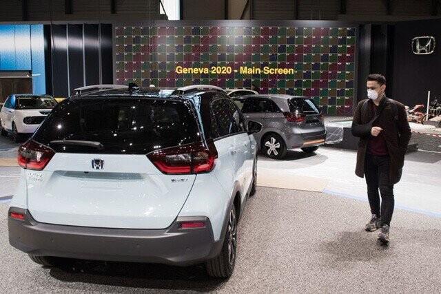 Khung cảnh tan hoang của Geneva Motor Show 2020: Tất cả đắp chiếu chờ tháo dỡ - Ảnh 16.