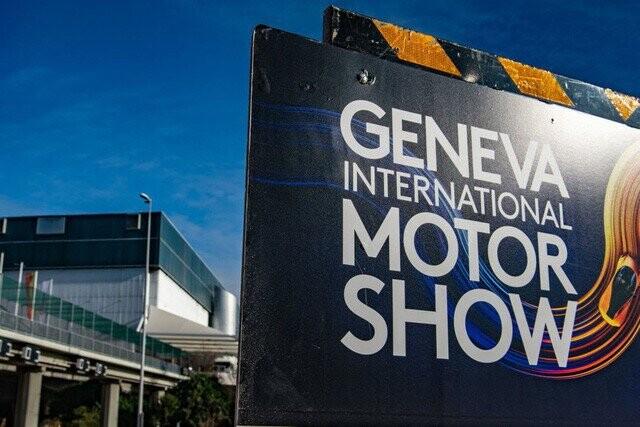 Khung cảnh tan hoang của Geneva Motor Show 2020: Tất cả đắp chiếu chờ tháo dỡ - Ảnh 14.