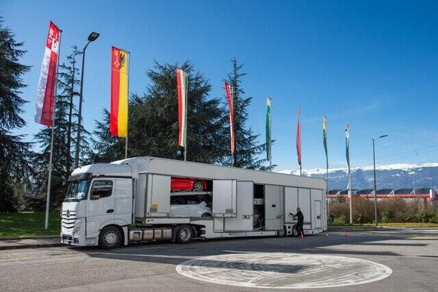 Khung cảnh tan hoang của Geneva Motor Show 2020: Tất cả đắp chiếu chờ tháo dỡ - Ảnh 22.