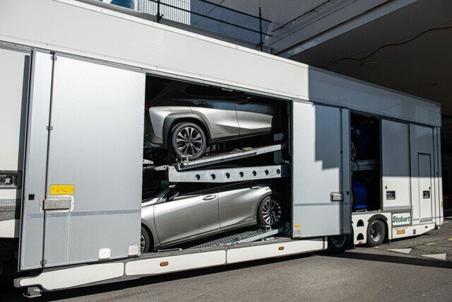 Khung cảnh tan hoang của Geneva Motor Show 2020: Tất cả đắp chiếu chờ tháo dỡ - Ảnh 7.