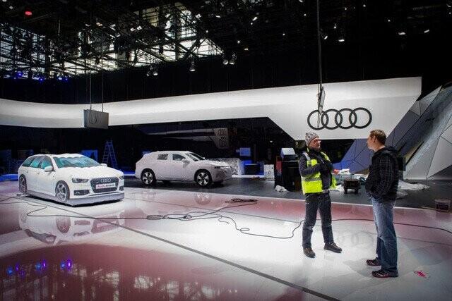 Khung cảnh tan hoang của Geneva Motor Show 2020: Tất cả đắp chiếu chờ tháo dỡ - Ảnh 6.