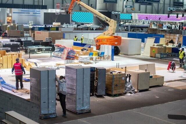 Khung cảnh tan hoang của Geneva Motor Show 2020: Tất cả đắp chiếu chờ tháo dỡ - Ảnh 4.