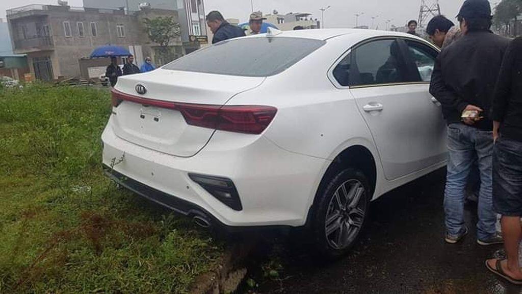 Kia Cerato 2019 mới cứng chưa có biển đã bị tai nạn tại Đà Nẵng - Hình 2