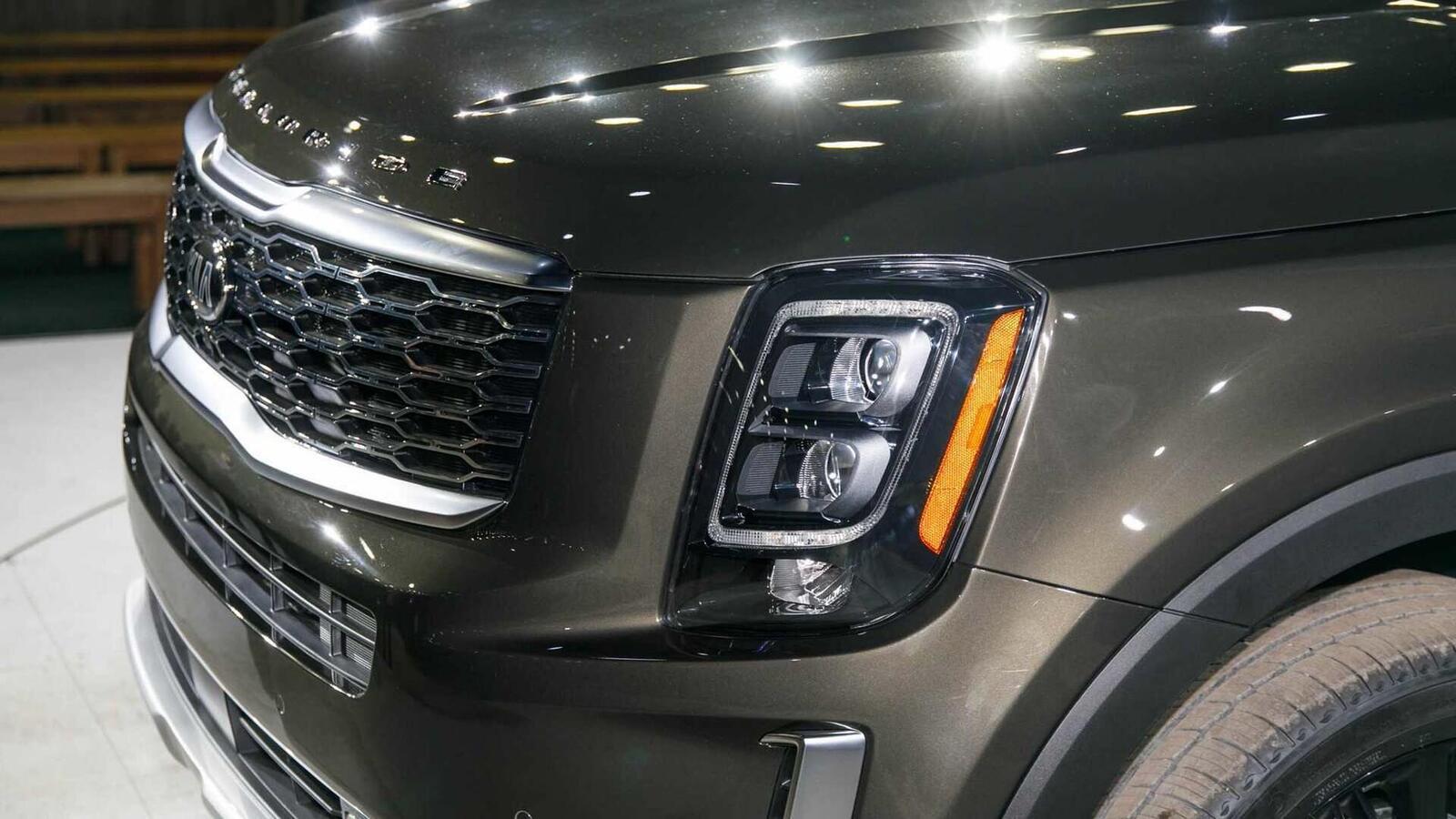 Kia Telluride 2020 có giá khởi điểm cao hơn Toyota Highlander hay Honda Pilot - Hình 13