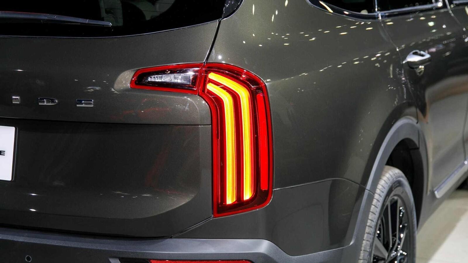Kia Telluride 2020 có giá khởi điểm cao hơn Toyota Highlander hay Honda Pilot - Hình 14