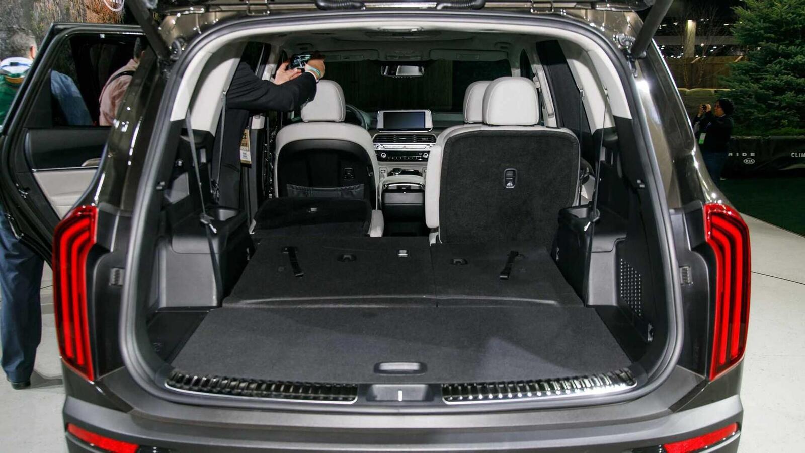 Kia Telluride 2020 có giá khởi điểm cao hơn Toyota Highlander hay Honda Pilot - Hình 17
