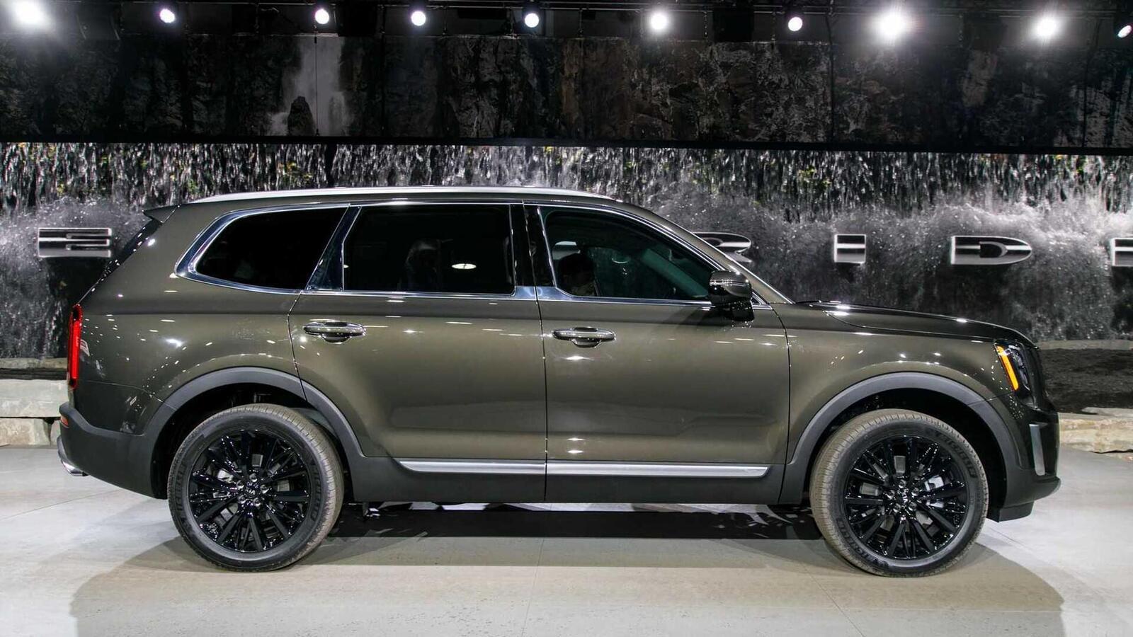 Kia Telluride 2020 có giá khởi điểm cao hơn Toyota Highlander hay Honda Pilot - Hình 3