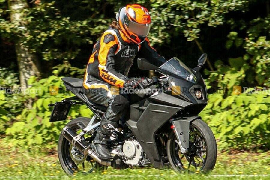 KTM RC390 thế hệ mới lộ diện, thiết kế thay đổi hoàn toàn - Hình 1