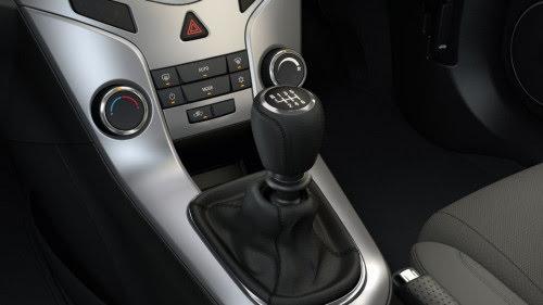 Kỹ năng lái xe số sàn an toàn cho người mới cầm lái - Hình 2