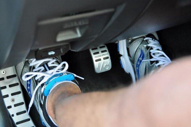 Kỹ năng lái xe số sàn an toàn cho người mới cầm lái - Hình 4