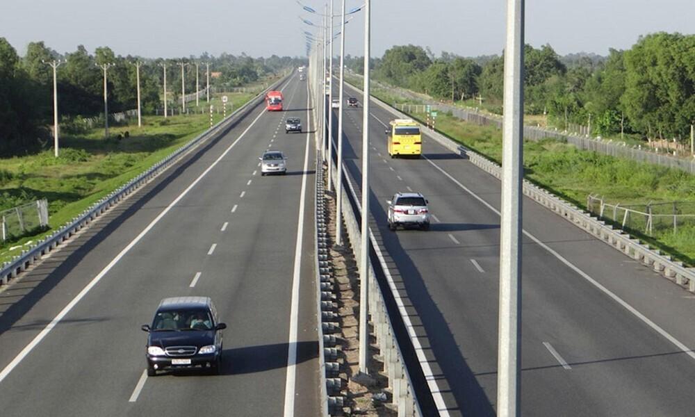 Giữ khoảng cách an toàn lái xe cao tốc