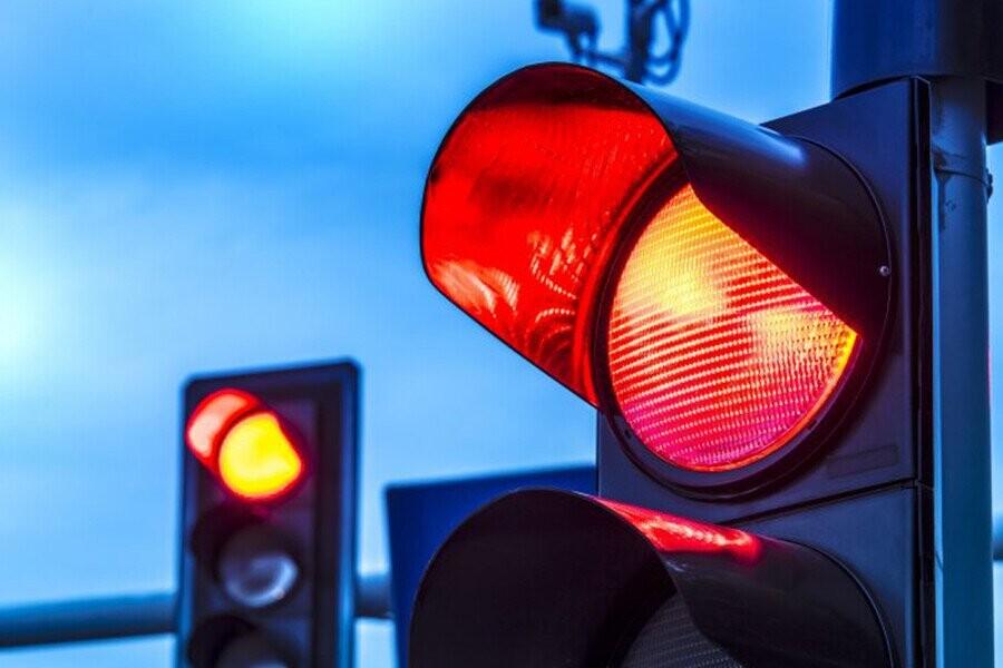 Kinh nghiệm dừng xe chờ đèn đỏ