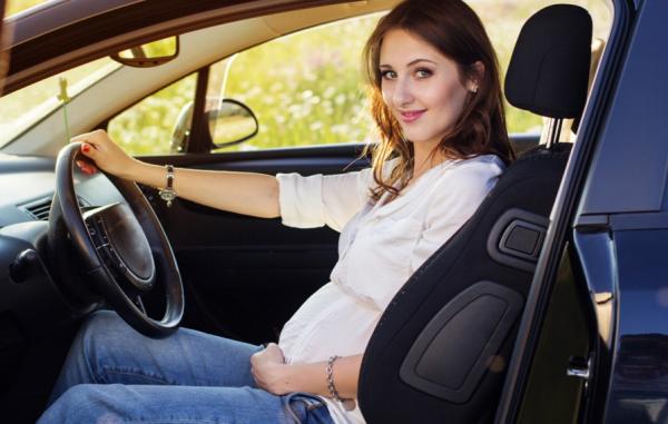 Không nên lái xe trong 3 tháng đầu và 3 tháng cuối thai kỳ