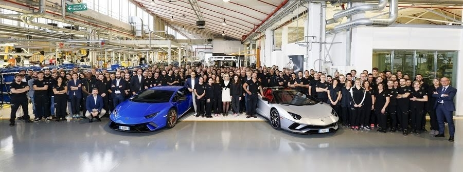 Lamborghini ăn mừng chiếc Huracan thứ 10.000 lăn bánh khỏi dây chuyền sản xuất - Hình 2