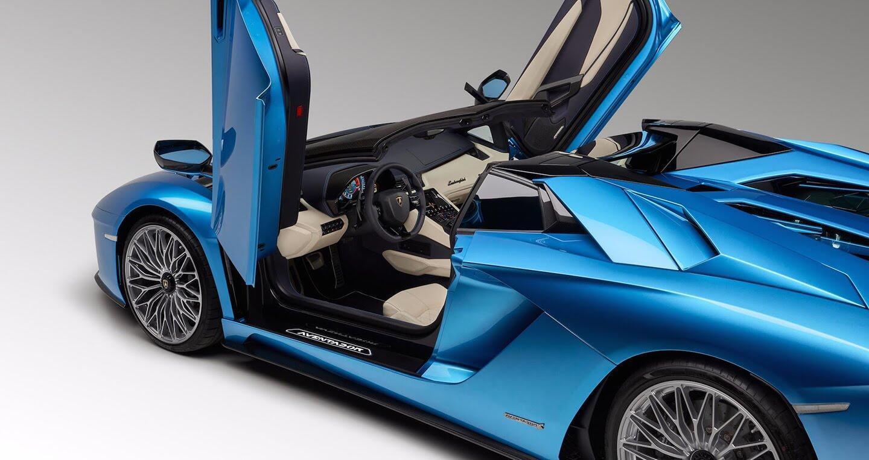 Lamborghini Aventador S Roadster chính thức lộ diện, giá từ 460.000 USD - Hình 10