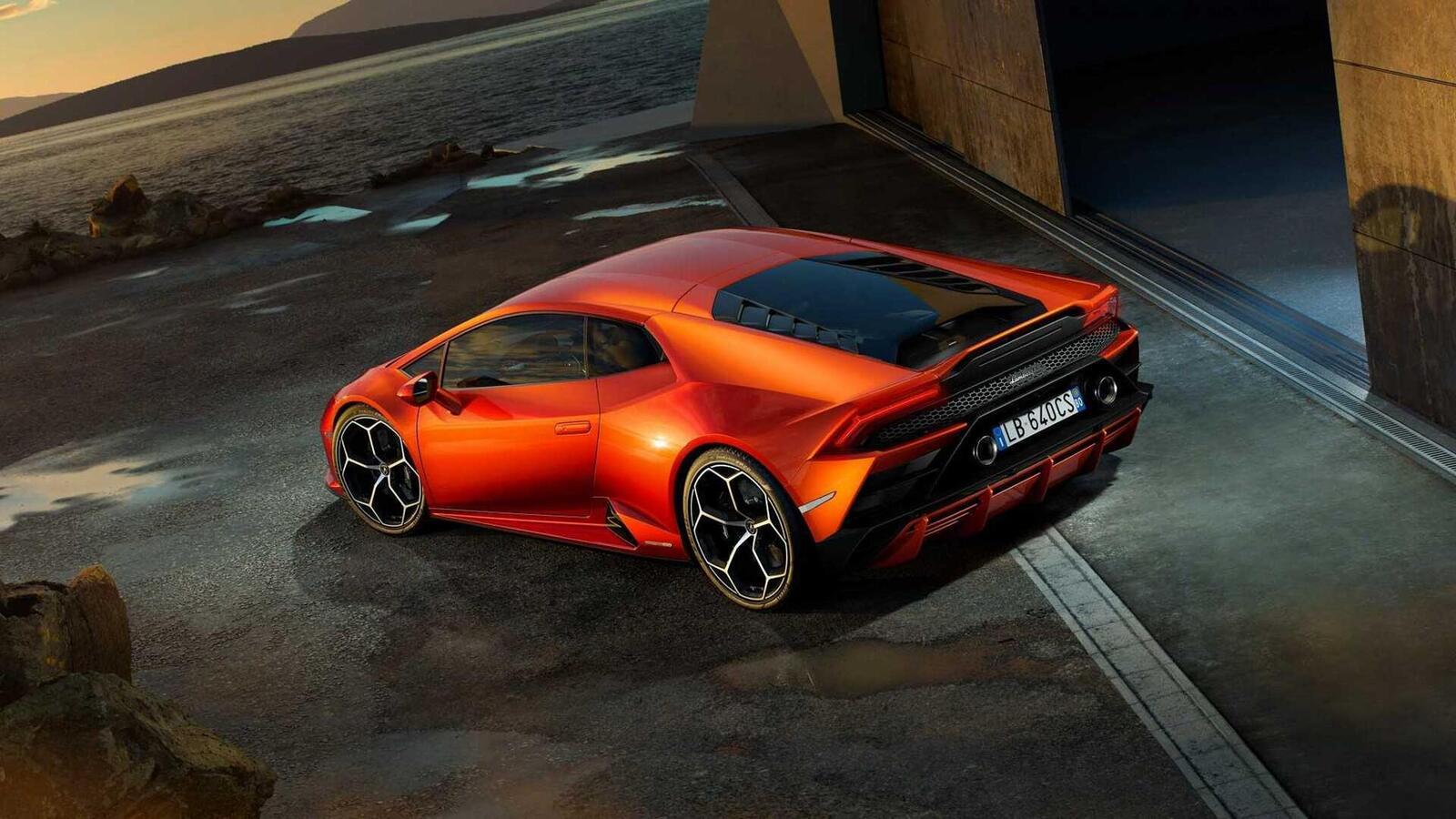 Lamborghini giới thiệu Huracan EVO mới với sức mạnh 640 mã lực - Hình 11