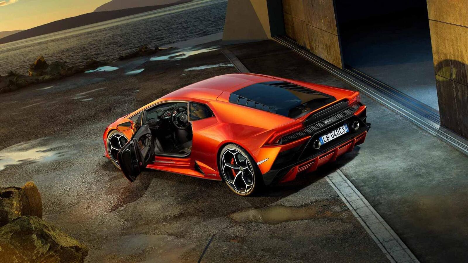 Lamborghini giới thiệu Huracan EVO mới với sức mạnh 640 mã lực - Hình 12