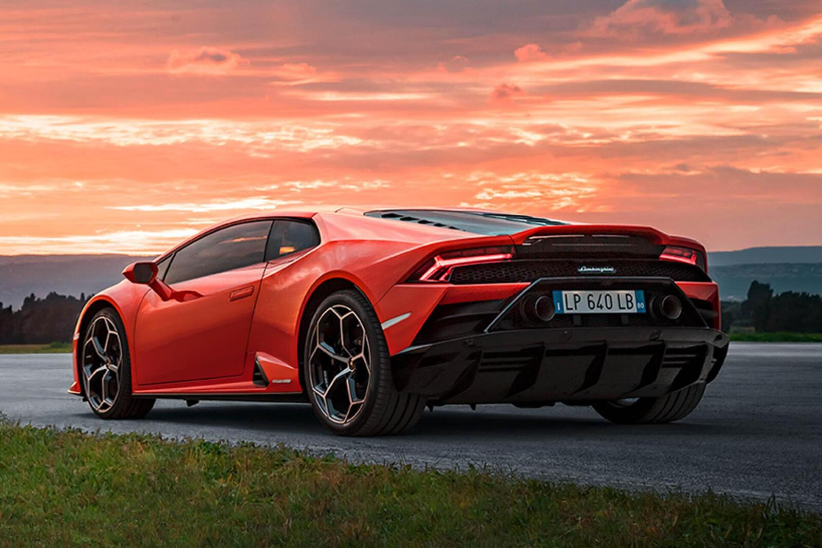 Lamborghini giới thiệu Huracan EVO mới với sức mạnh 640 mã lực - Hình 22
