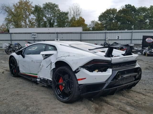 Lamborghini Huracan Performante được bán chưa đến 100.000 USD - Hình 2