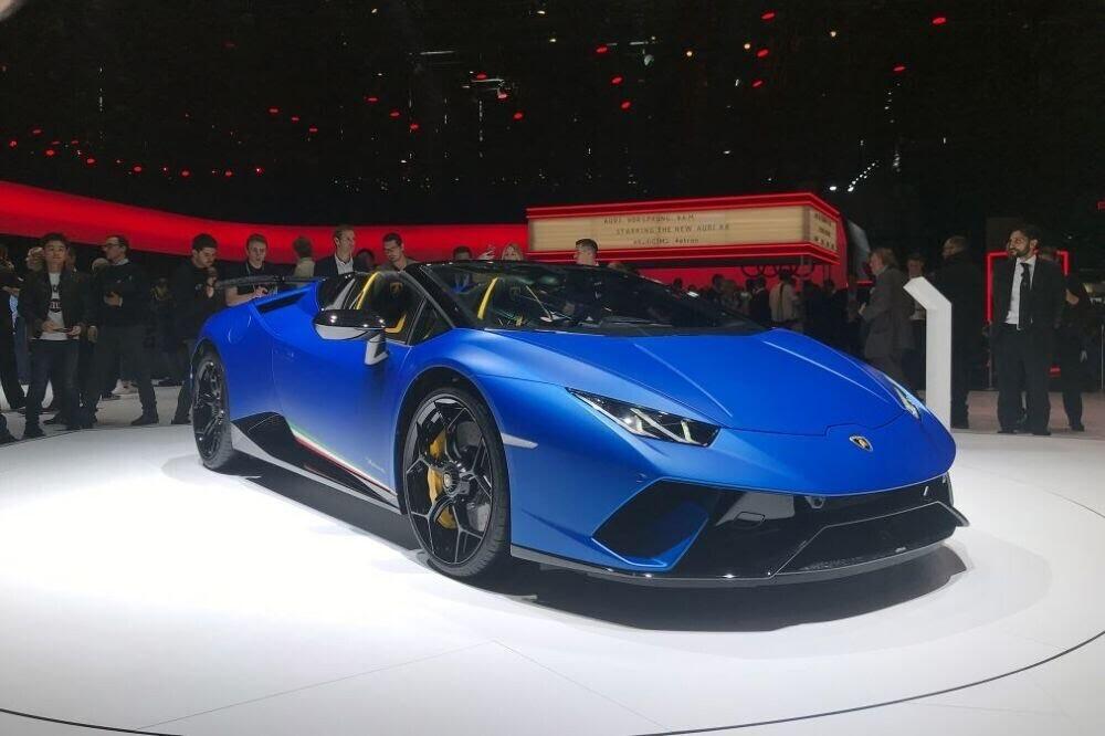 Lamborghini Huracan Performante Spyder chính thức ra mắt tại Triển lãm Geneva 2018 - Hình 1
