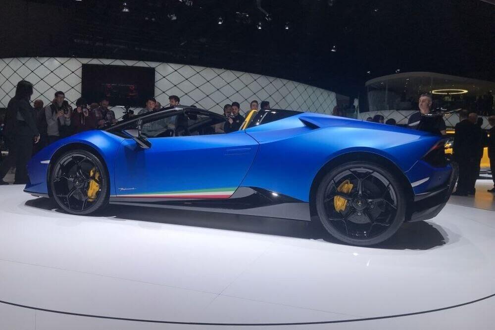 Lamborghini Huracan Performante Spyder chính thức ra mắt tại Triển lãm Geneva 2018 - Hình 4