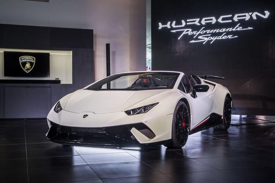 Lamborghini Huracan Performante Spyder hạ cánh tại đất Mỹ, với giá từ 7 tỷ VNĐ - Hình 1