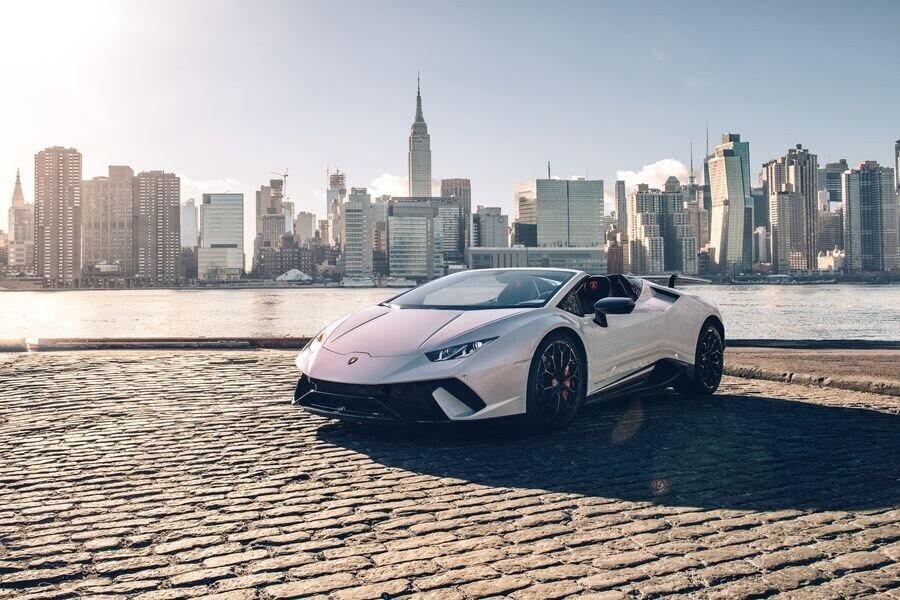 Lamborghini Huracan Performante Spyder hạ cánh tại đất Mỹ, với giá từ 7 tỷ VNĐ - Hình 11