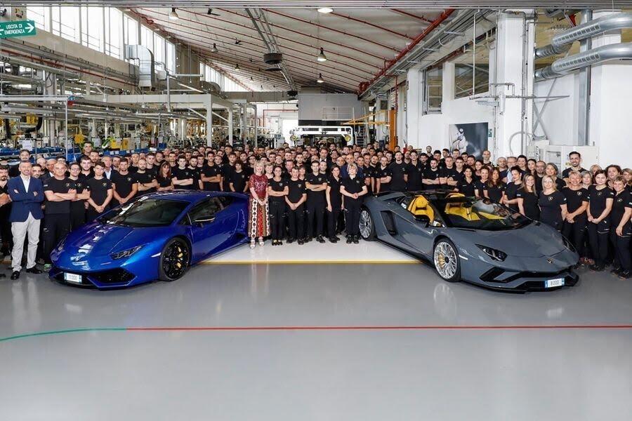Lamborghini xuất xưởng chiếc Aventador thứ 8.000 và Huracan thứ 11.000 - Hình 2