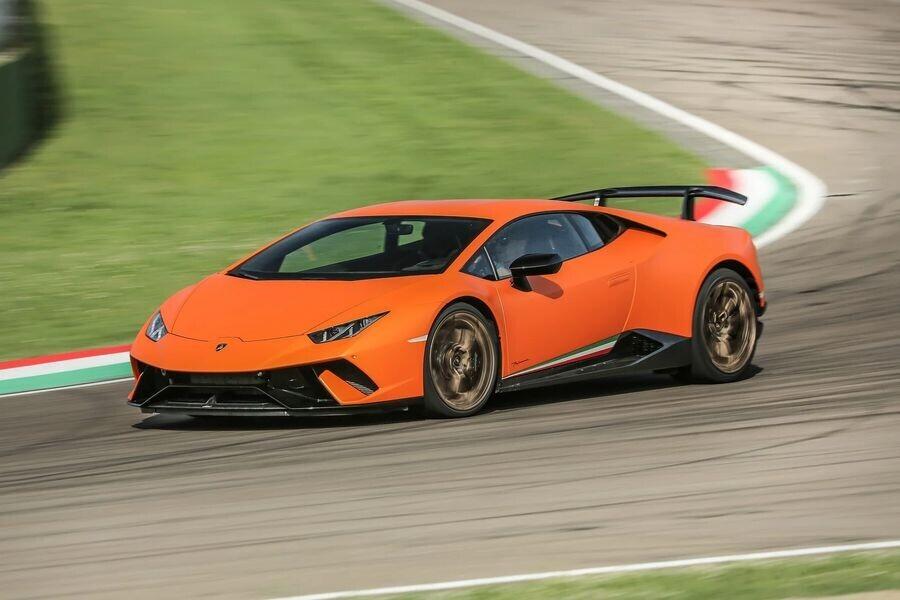 Lamborghini xuất xưởng chiếc Aventador thứ 8.000 và Huracan thứ 11.000 - Hình 3