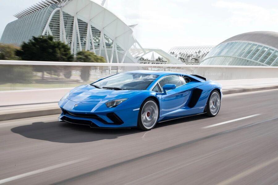 Lamborghini xuất xưởng chiếc Aventador thứ 8.000 và Huracan thứ 11.000 - Hình 4