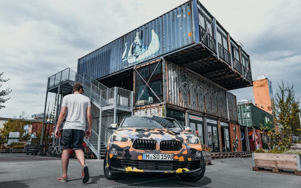 Lần đầu công khai gặp gỡ phiên bản sản xuất của BMW X2 2018 - Hình 1
