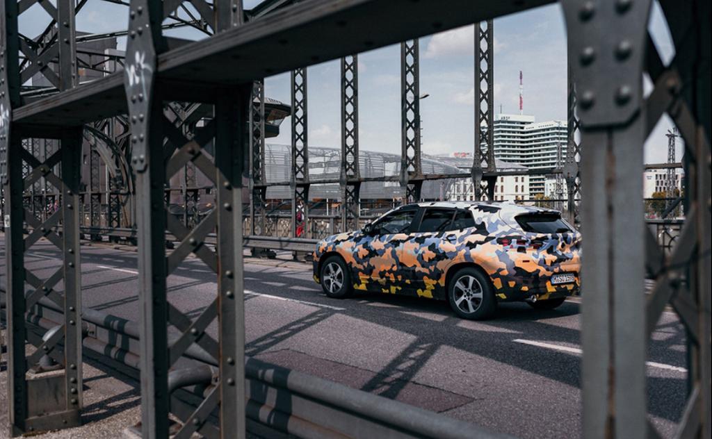 Lần đầu công khai gặp gỡ phiên bản sản xuất của BMW X2 2018 - Hình 6