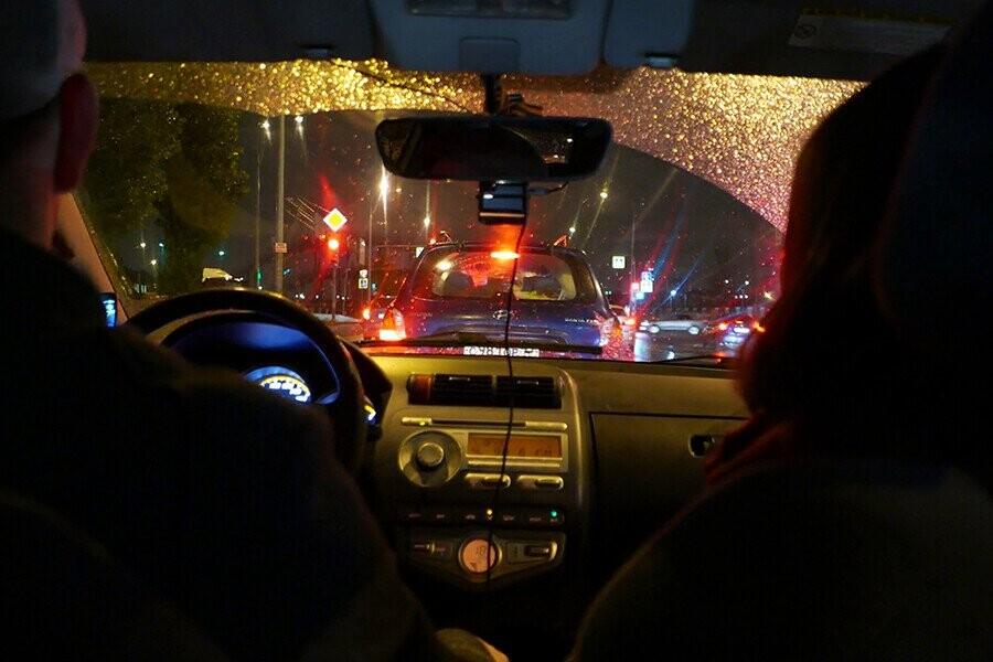 Lái xe đường dài ban đêm