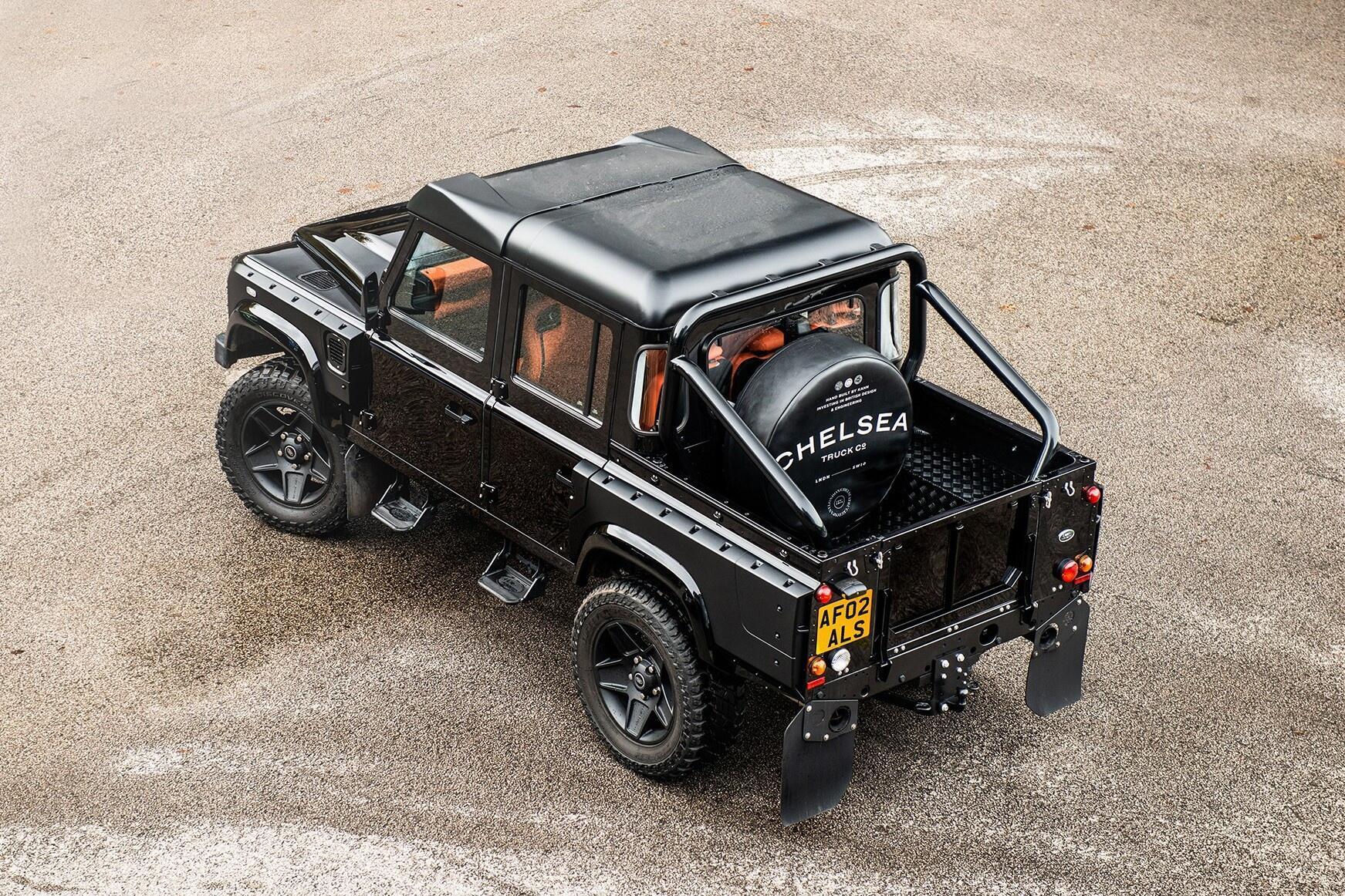 land-rover-defender-duoc-do-thanh-ban-tai