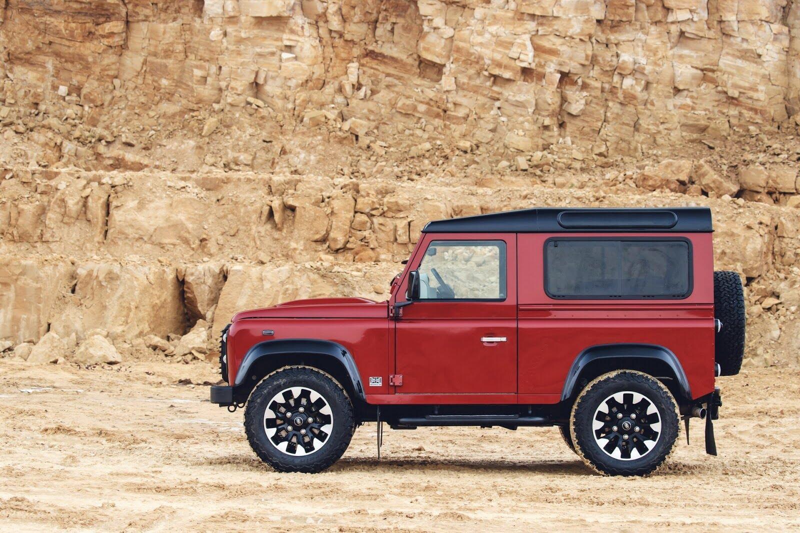 Land Rover Defender phiên bản kỷ niệm 70 năm ra mắt; chỉ 150 chiếc được sản xuất - Hình 1