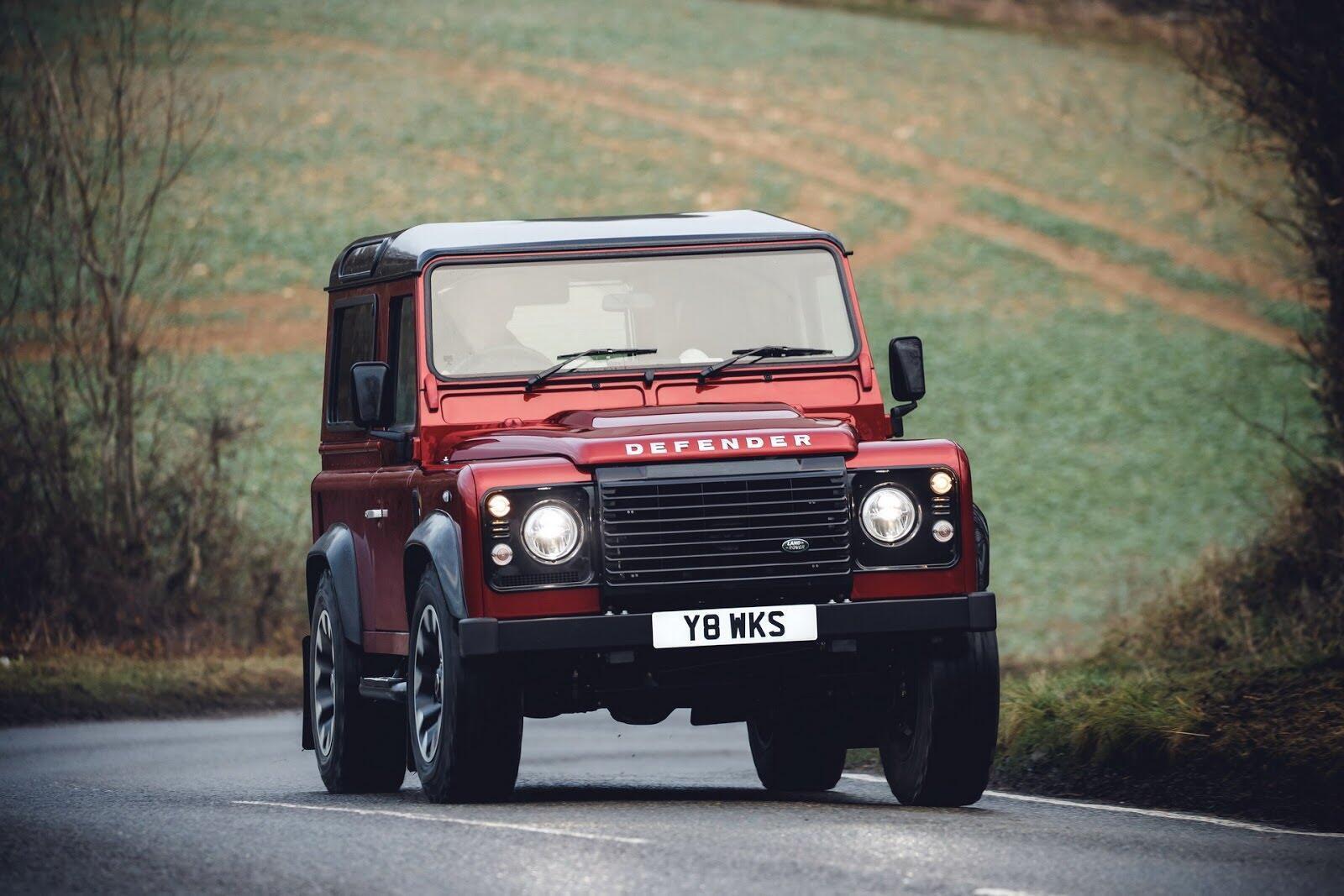 Land Rover Defender phiên bản kỷ niệm 70 năm ra mắt; chỉ 150 chiếc được sản xuất - Hình 2
