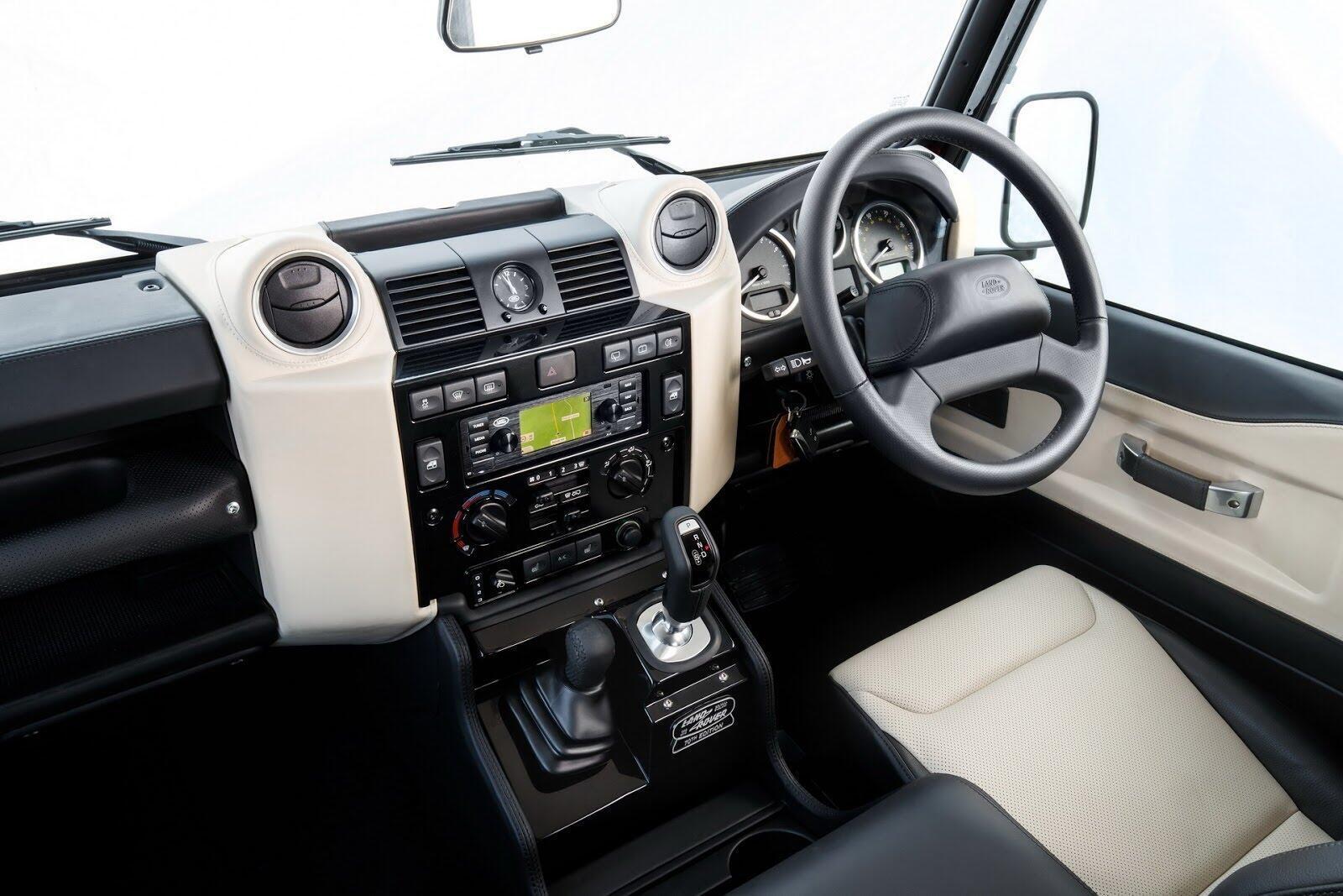 Land Rover Defender phiên bản kỷ niệm 70 năm ra mắt; chỉ 150 chiếc được sản xuất - Hình 7
