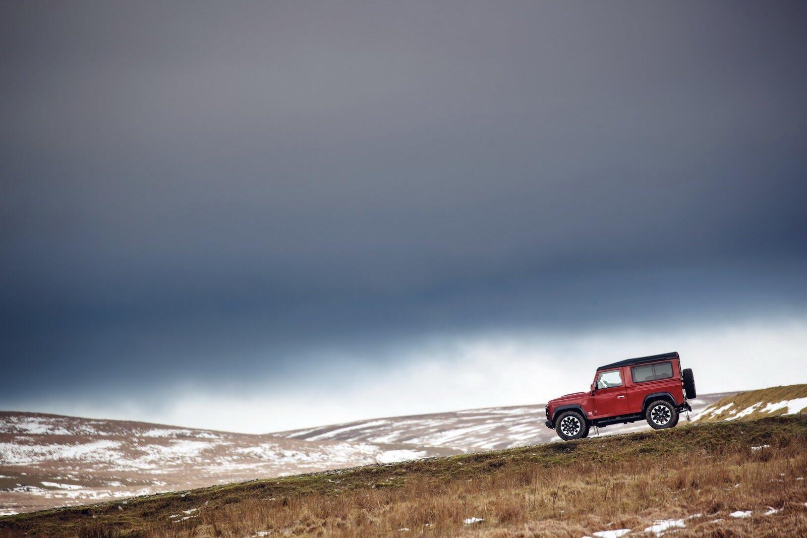 Land Rover Defender phiên bản kỷ niệm 70 năm ra mắt; chỉ 150 chiếc được sản xuất - Hình 10