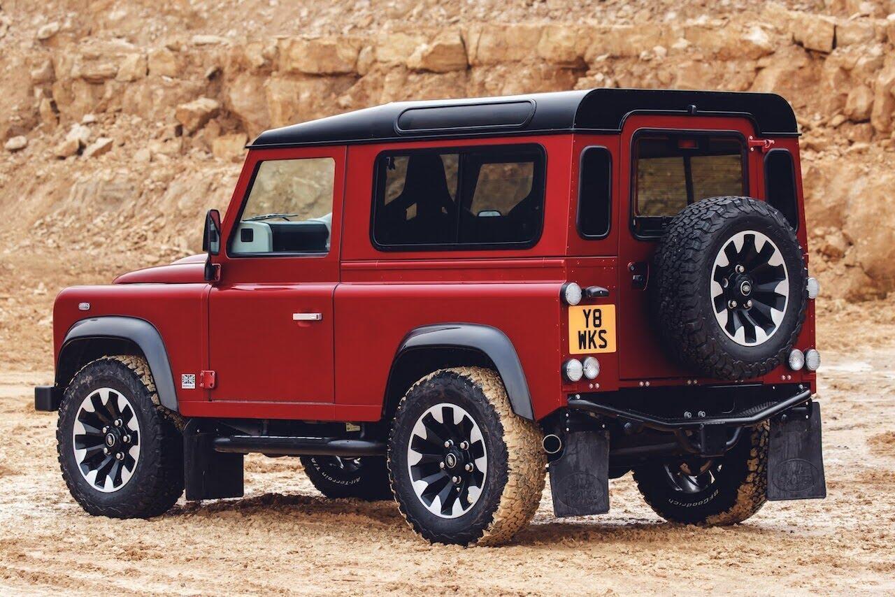 Land Rover Defender phiên bản kỷ niệm 70 năm ra mắt; chỉ 150 chiếc được sản xuất - Hình 12