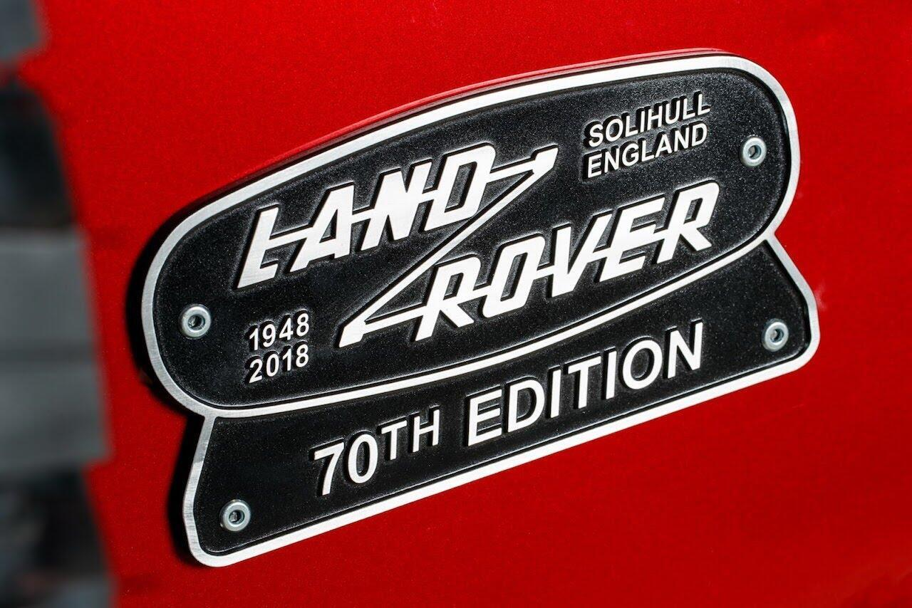 Land Rover Defender phiên bản kỷ niệm 70 năm ra mắt; chỉ 150 chiếc được sản xuất - Hình 17