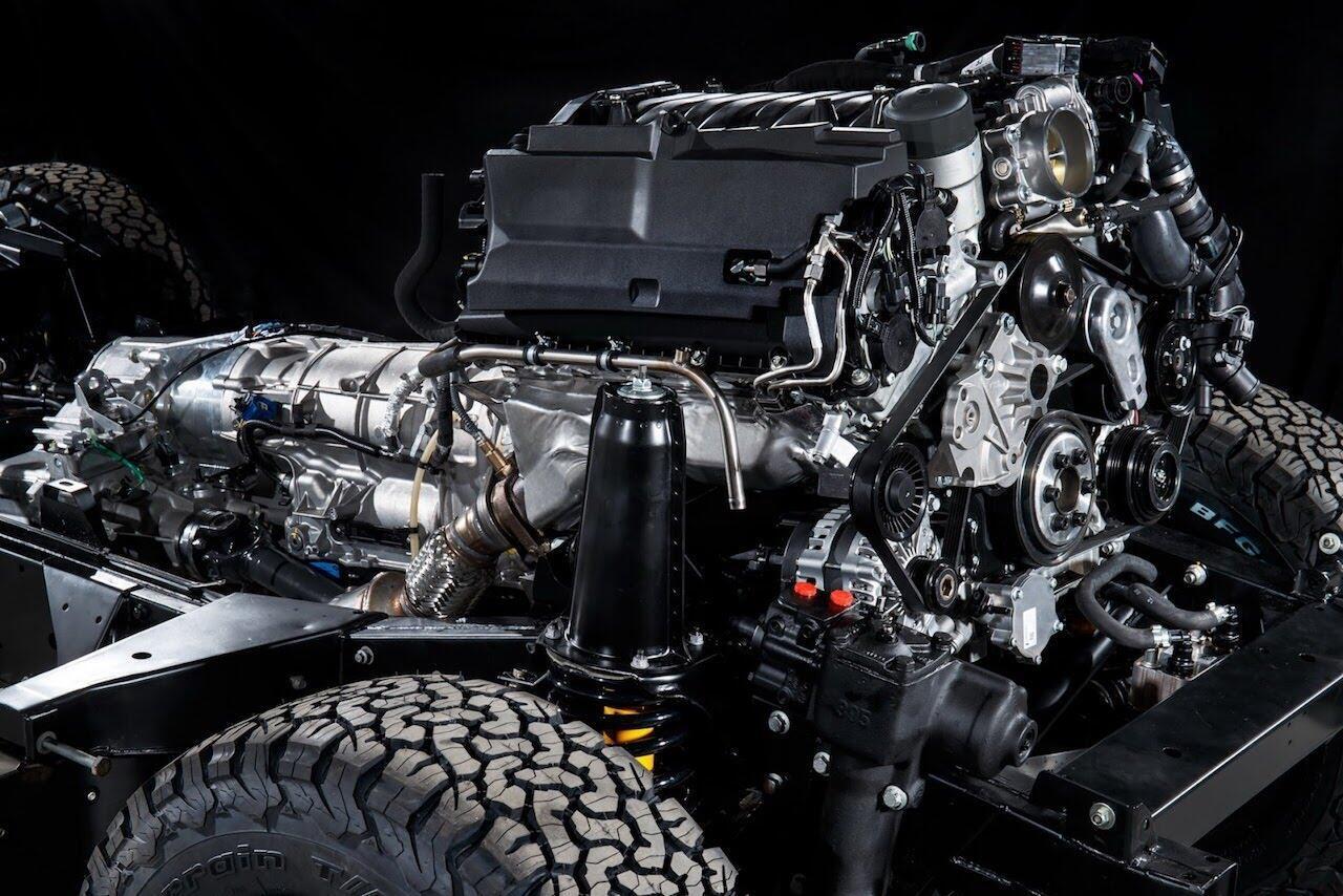 Land Rover Defender phiên bản kỷ niệm 70 năm ra mắt; chỉ 150 chiếc được sản xuất - Hình 19