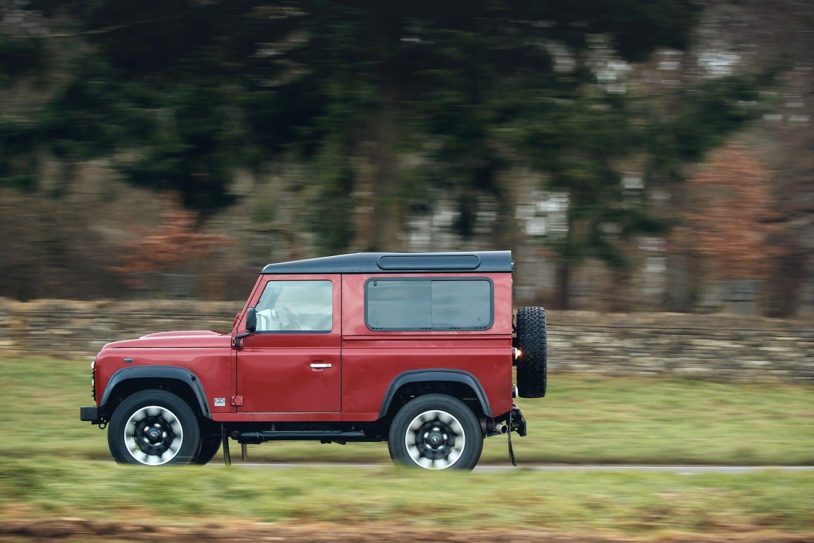 Land Rover Defender phiên bản kỷ niệm 70 năm ra mắt; chỉ 150 chiếc được sản xuất - Hình 26